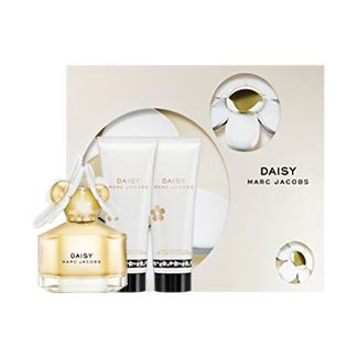 "alt=""marc jacobs spring set include 50ml edt and 75ml body lotion and shower gel"""
